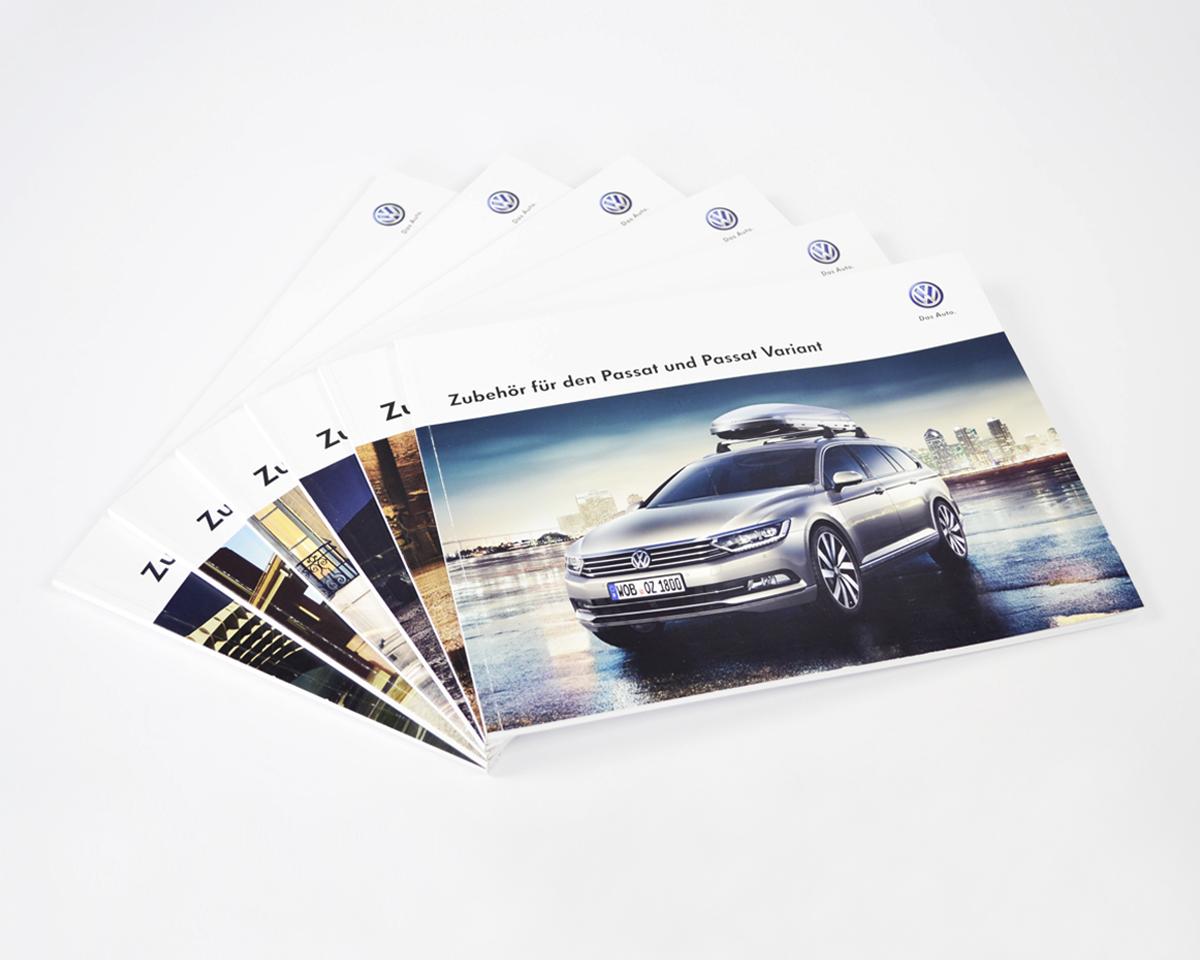 Volkswagen Zubehör Stapel der Broschüren